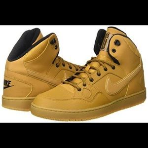 Nike Men's Son of Force Mid Winter Shoe